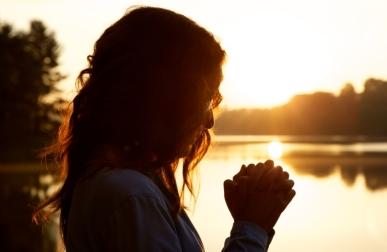 53. woman_prayer_sunrise