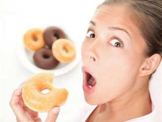 J21.EATING_DONUTS